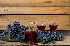 purple grape and grape drink (Mezeselet) Tags: autumn food fruits fruit still raw purple wine drink fresh grapes grape foodstyling healthly
