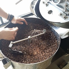 "We are roasting Ethiopia Yirgacheffe at Full City roast level today! #specialtycoffee #roasting #ethiopia #yirgacheffe #fullcity @ryanseahorse <a style=""margin-left:10px; font-size:0.8em;"" href=""http://www.flickr.com/photos/108467722@N02/11431606703/"" target=""_blank"">@flickr</a>"