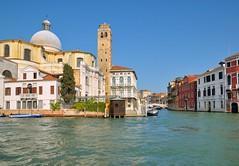 Venice : Walk along the Grand Canal (Pantchoa) Tags: bridge venice italy nikon italia day ponte clear nikkor venise venecia venezia veneto canalgrande d90 guglie canaledicannaregio canalazzo capturenx2 1685f3556gedvr canalazo viewnx2 sangeremiachurch grandcanl vision:outdoor=099 vision:sky=0827