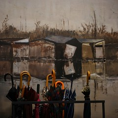 Ombrelli su dipinto (m.lencioni3) Tags: street umbrella sony ff squared quadrato ombrello oss dipinto 2870 ilce7