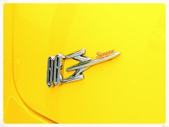 Rocket 88 - Antique Yellow Swagger (Only time heals wounds) Tags: macro car yellow miami antique rocket88 20150501floride2015