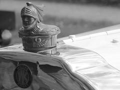 kämpferisch-gladiatorial (Anke knipst) Tags: kühlerfigur willysknight sw bw schwarz weis black white car auto oldtimer vintage