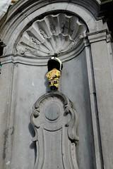 March 22 : M.P. dressed as a fireman. (pierre.paklons) Tags: mannekenpis belgium brussels belgië bruxelles belgique brussel brusselscapitalofeurope terror terreur eikstraat rueduchêne maalbeek maelbeek zaventem metro