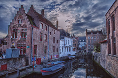 Brujas (CROMEO) Tags: brujas brugge flandes oriental belgica belgium blegue paises bajos euro europe canals city little ciudad canales beautiful place turismo turism turistico clouds hdr colors boats people ice water river sun cromeo cr photo photography view street nikon fullframe capture building arquitectura