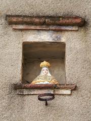 Madonna (magellano) Tags: chiusdino toscana tuscany madonna strada street maiolica ceramica majolica nicchia recess