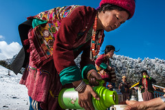 17_BTA8888 (David Ducoin) Tags: pink mountain snow hat forest asia dress bhutan drink stupa traditional bluesky alcohol nomad hiker himalaya landscap brokpa tashigang ducoindavid tribuducoin