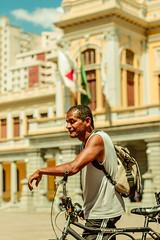 _MG_0044 (upslon) Tags: minasgerais sol brasil pessoas alegria belohorizonte festa banho maracatu confraternizao calor polcia ocupao praadaestao priadaestao tilele
