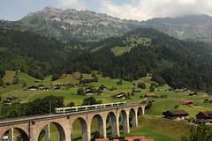 RegioExpress Zug 3281 S.piez - B.rig mit BLS Lötschbergbahn Lötschberger RABe 535 auf dem Kanderviadukt der Lötschberg Nordrampe bei Frutigen im Berner Oberland im Kanton Bern in der Schweiz (chrchr_75) Tags: hurni christoph schweiz suisse switzerland svizzera suissa swiss chrchr chrchr75 chrigu chriguhurni chriguhurnibluemailch 1307 juli 2013 kantonbern kandertal frutigen albumbahnenderschweiz2013712 zug train juna zoug trainen tog tren поезд lokomotive паровоз locomotora lok lokomotiv locomotief locomotiva locomotive eisenbahn railway rautatie chemin de fer ferrovia 鉄道 spoorweg железнодорожный centralstation ferroviaria sveitsi sviss スイス zwitserland sveits szwajcaria suíça suiza albumblslötschbergbahn bls lötschbergbahn bern lötschberg bahn treno lötschberger rabe 535 niederflur nahverkehrszug regionalverkehr