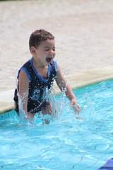 (Ricardo Araujo Leite) Tags: gua canon photography rebel piscina sorriso criana manual feliz 75300mm 75300 congelada t4i