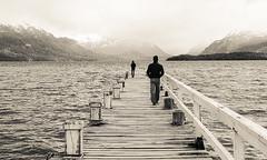 Great cold Distance (Em5nuel) Tags: lago muelle pareja nieve sur montaas