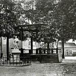 "Henseniusplein met muziekkiosk 1926 <a style=""margin-left:10px; font-size:0.8em;"" href=""http://www.flickr.com/photos/99860362@N04/10983192584/"" target=""_blank"">@flickr</a>"