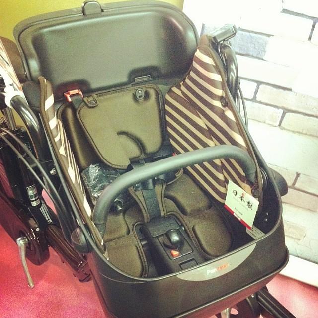 これも目玉商品の一つギュットの前同乗機チャイルドシート!軽量3.8kgで機能性UP!テーマは片手で操作できること! #panasonic #eirin #ギュット #電動アシスト自転車 #チャイルドシート #OGK