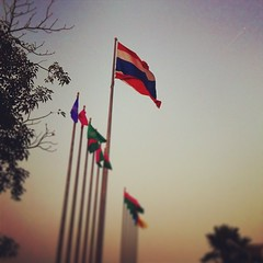 ประเทศไทย รวมเลือดเนื้อชาติเชื้อไทย #เพลงชาติไทย #จะร้องให้ใครฟัง ... ⚪️⚪️ #IloveThailand #Thailand #flag