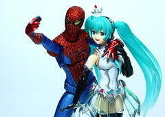 Figma Spiderman. Valentine's Day: Snap shop with the hottest girl in class