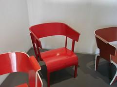 Gerrit Rietveld Meubelen (indigo_jones) Tags: red white holland netherlands modern wagon design utrecht chairs furniture nederland exhibit prototype buffet rood wit zigzag sideboard destijl meubels gerritrietveld stoelen dutchdesign centraalmuseum meubelen vanbaanen
