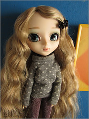 With a handmade sweater (mertiuza) Tags: brown white canon hair is soft power shot alice wm powershot curly blond wig blonde classical 121 pullip 27 wavy dollmore leeke obitsu w121 rewig sx500 sx500is wm121