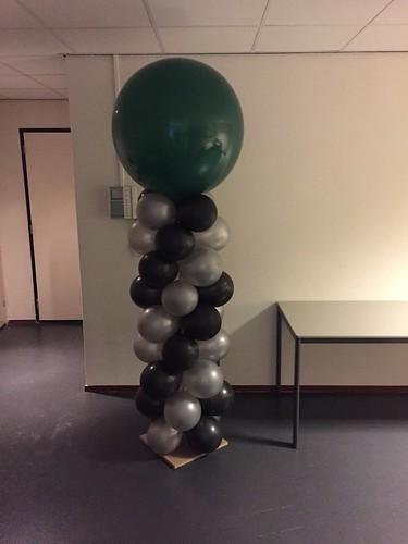 Ballonpilaar Breed Rond Zwart Zilver met Groene Topballon
