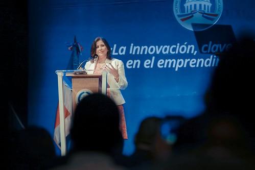 """Vicepresidenta Margarita Cedeño definió a Andrés Moreno como un joven  Inspirador para los jóvenes en su camino hacia el progreso. • <a style=""""font-size:0.8em;"""" href=""""http://www.flickr.com/photos/91359360@N06/32749308800/"""" target=""""_blank"""">View on Flickr</a>"""