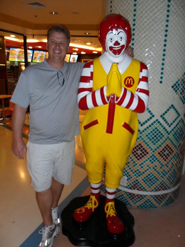Mike w- Ronald McDonald in Chiang Mai