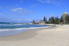 Rainbow Bay (thestreetcat) Tags: coolangatta coolangattabeach goldcoast australia sunset beach seasandsky thestreetcatgoestoau holiday thelanddownunder ozandbeyond snappersrock kirrabeach kirrahilllookout duranbahbeach rainbowbay pointdanger tweedheads travel2017 whenincoolangatta wheningoldcoast