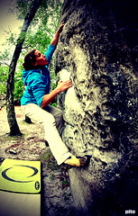 Sophie on the boulder I (Pito Charles) Tags: france movement lomo lomography move climbing bouldering bloc effect fontainebleau mouvement escalade effet lomographie