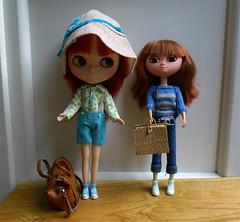 We leave for a short holiday!!!! (love_cats) Tags: uma carlotta unamoof factoryblythe momokolechatnoirlovelyset buganvillelovelysweater vingagebarbiestrawcase