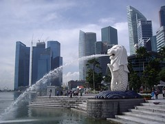 Merlion towards Fullerton Building (Bootnecks) Tags: singapore marinapark marinabay merlionpark singaporemerlion