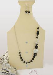 collana e orecchini_riciclo_carta e pietre_black&white_3.jpg