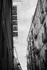 PARKIN (J U A N M I 9 2 ) Tags: barcelona city blackandwhite bw woman blancoynegro film vintage mujer spain women chica place parking bn mano bella expired ricoh carrete expiredfilm ricohkr5 kr5 caducado bonyta uapretty
