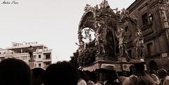 Il ritorno di Maria...sotto lo sguardo di Napoleone Colajanni (turcoambra) Tags: enna sicily attimi sicilia emozioni tradizioni patrona sicilianit religiosit