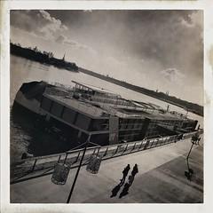 Bordeaux Feeling #1 (NUMERIK33) Tags: hipstamatic bordeaux fleuve garonne traitement explore boat bateaux