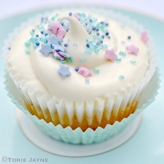 Gluten free Creamy orange cupcake (toriejayne) Tags: orange cupcakes cupcake sprinkles recipes creamy glutenfree funfetti glutenfreecupcakes toriejayne glutenfreecupcakerecipes