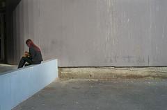 Le sac jaune (Bernard Chevalier) Tags: abstract building horizontal solitude couleurs tag femme beaut tableau gomtrie emptiness espace ville faade tristesse nostalgie trottoir urbain dehors attente lgance graphisme gomtrique fminit anonymat