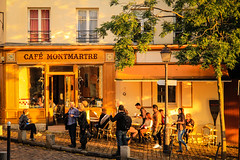 Montmartre (Chauxe) Tags: street sunset paris france canon montmartre streetphoto canoneos franais couchdesoleil photographe photoderue photosderue cafparisien canoneos60d photographefranais chauxe
