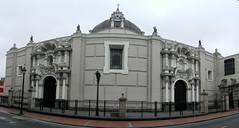 Peru Lima Catedral de Lima 02 (Rafael Gomez - http://micamara.es) Tags: peru del de y lima catedral per altar fachada baslica capilla primada