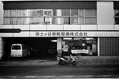 2014.01.11 Yokhama (nobring) Tags: street leica blackandwhite bw film monochrome blackwhite trix streetphotography 400tx d76 yokohama summilux  m4    bwfp 7n4vju