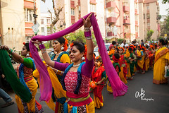 Road Dance 2  | Dol Utsav (@k@sh) Tags: park green canon golf march women central 5d hai holi utsav kolkata shantiniketan dol 2014 24105 akash f4l coulur