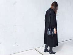 Street-style-bucket-bag-minimalist-duster-coat (www.shoutouttoyou.com) Tags: inspiration fashion outfit minimal simplicity casual hairstyle minimalistic minimalist allblack leathertrousers edgy asos streetstyle bucketbag dustercoat fashionblogger zalando outfitfromabove halfbun thefifthwatches