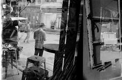 (a.pierre4840) Tags: olympus om4ti zuiko 28mm f2 ilford ilfordhp5 hp5 bw blackandwhite monochrome noiretblanc streetphotography reflection doubleexposure hongkong