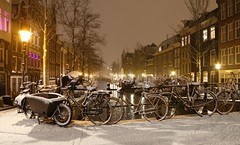 Winter nights in Amsterdam (B℮n) Tags: amsterdam bloemgracht snow covered bikes bycicles eerstebloemdwarsstraat holland netherlands canals winter cold wester church jordaan street anne frank house dutch people scooter gezellig cafés snowy snowfall atmosphere colorful windows walk walking bike cozy boat light rembrandt corner water canal weather cool sunset file celcius mokum pakhuis grachtengordel unesco world heritage sled sleding slee seagull nowandthen meeuw seagulls meeuwen bycicle 1°c sun shadows sneeuw brug slippery glad tweedebloemdwarsgracht raampoort flakes evening night handheld 100faves topf100