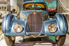 Bugatti Atlantic (Thad Zajdowicz) Tags: zajdowicz losangeles california petersenautomotivemuseum availablelight indoor inside museum canon eos 5dmarkiii 5d3 dslr digital lightroom ef50mmf12lusm 50mm primelens car bugatti automobile transportation style artdeco classic vintage color blue grill colour headlights front fenders glow bokeh 1936 atlantic vehicle