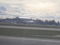 unknown plane (FabienA380) Tags: vancouver canada bc britishcolombia airplane whatisthisplane airbus yvr pentax wg30 tarmac