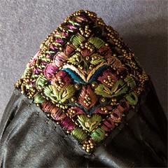 Kopfbedeckung aus Seide mit Stickerei (blasjaz) Tags: blasjaz macromondays clothtextile seide stickperlen floralemuster tracht kopfbedeckung stülpchen 19jh stickerei embroidery silk perlchen makro macro traditionalcostume hessischetracht
