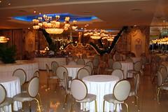 Empire Room II (joeclin) Tags: amateur 2000s northamerica america unitedstates usa newyork ny longisland li nassaucounty northhempstead greatneck leonardspalazzo cateringhall weddingreception indoor color canonpowershotsd500 empireroom interior chandelier