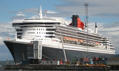 Queen Mary 2 at Greenock (Helstum) Tags: queenmary2 cunard