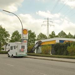 Steilshoop, Hamburg (J@ck!) Tags: garage hamburg shell pylon carwash burgerking banal campervan petrolstation tankstelle steilshoop autowasche deli2go