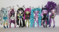 What on earth is going on? (meike__1995) Tags: roma stars dolls alie aliens una mae toned mga ari sila verse novi malie tula lectric tasker 2013 clops tallick