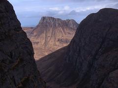 Stac Pollaidh sandwich (Adrian Fagg) Tags: scotland highlands stac pollaidh benmorecoigach
