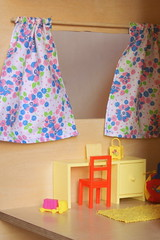 Gordijntjes in de kinderkamer (Justina Maria Louisa) Tags: diy plywood multiplex barbiehouse barbiehuis