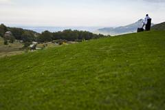 Il pensatore (luca_pictures) Tags: panorama verde 50mm erba uomo spa prato bianco abruzzo parconazionaledelgransasso accappatoio montidellalaga caputmundi rigopiano farindola scranno
